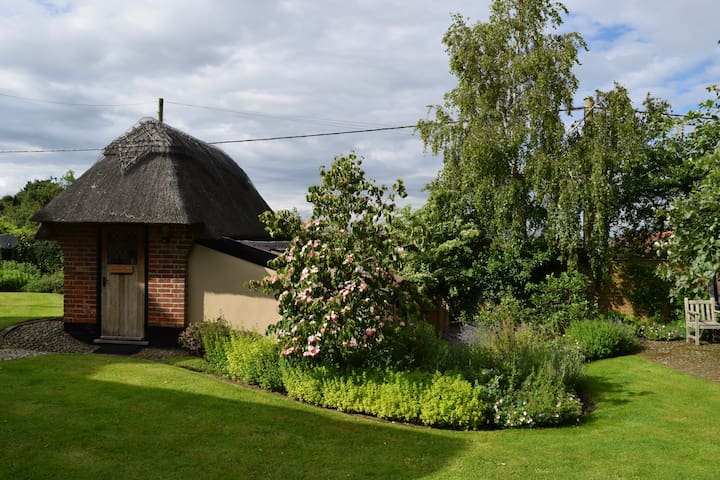 The Hobbit House - private mini-cottage - Walberswick