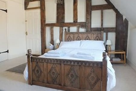 Historic Home  near Stonehenge - Great Wishford - Bed & Breakfast