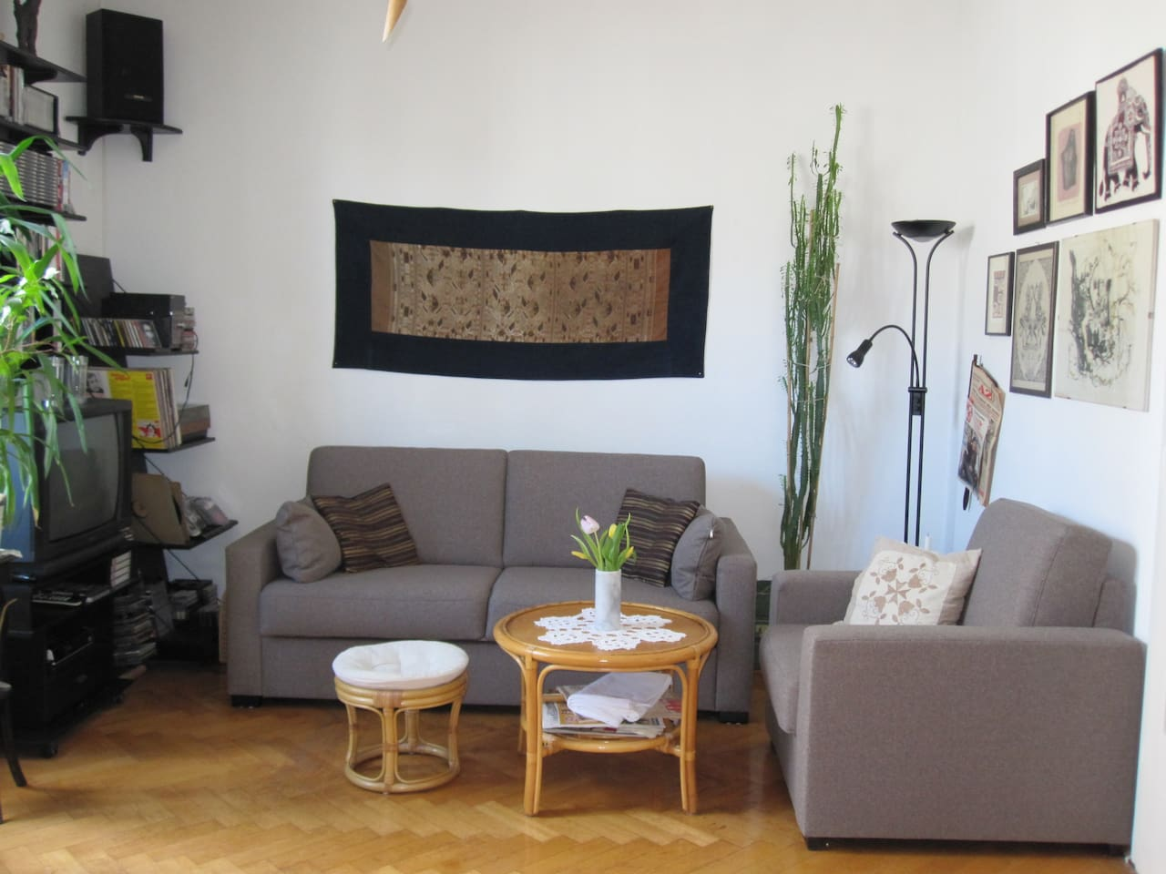 Living room with sleeping sofa - chill area