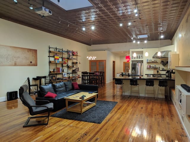 Room in Tower Grove South loft