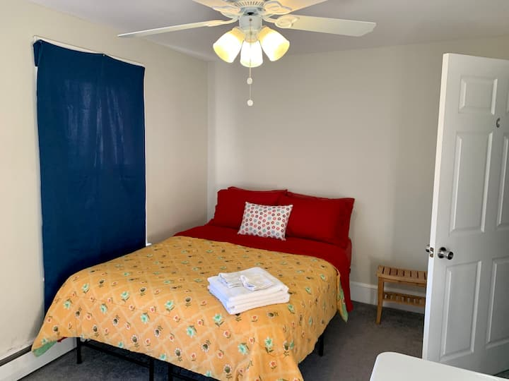 Room C- Near the airport and 4-95 hwy