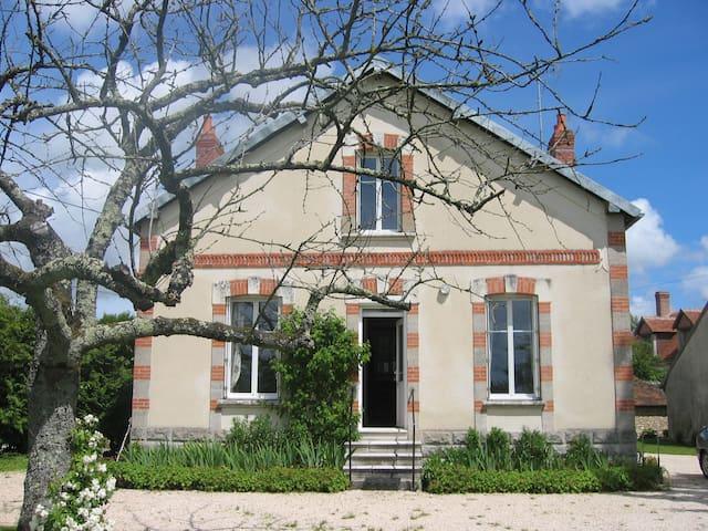 Maison au milieu des Châteaux de la Loire - Billy - Hus