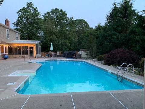 Nice pool and backyard - 4 bedroom-heavenly beds