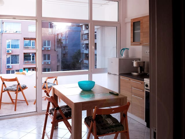 Cosy Apartment in the center, 10min from the beach