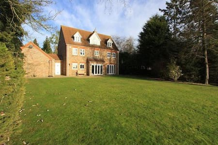 Stunning 3 storey house with sweeping views