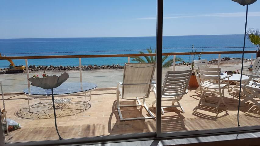 Precioso apartamento frente al mar y sobre playa - Alacant - Pis