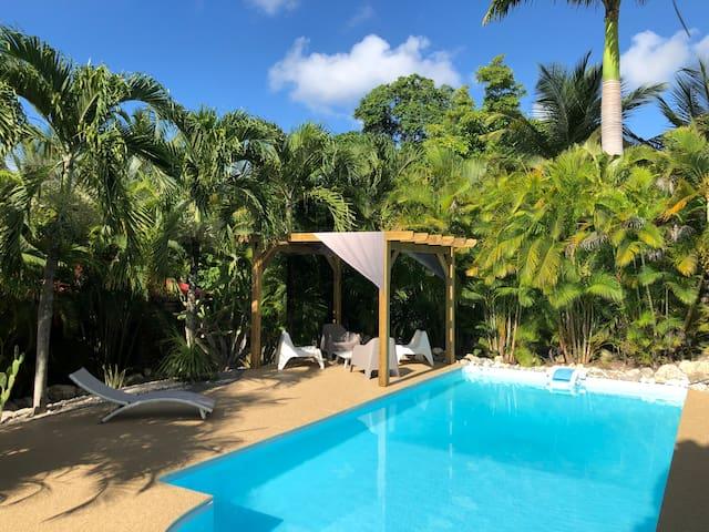 Bungalow de charme avec piscine, plage à 300m,