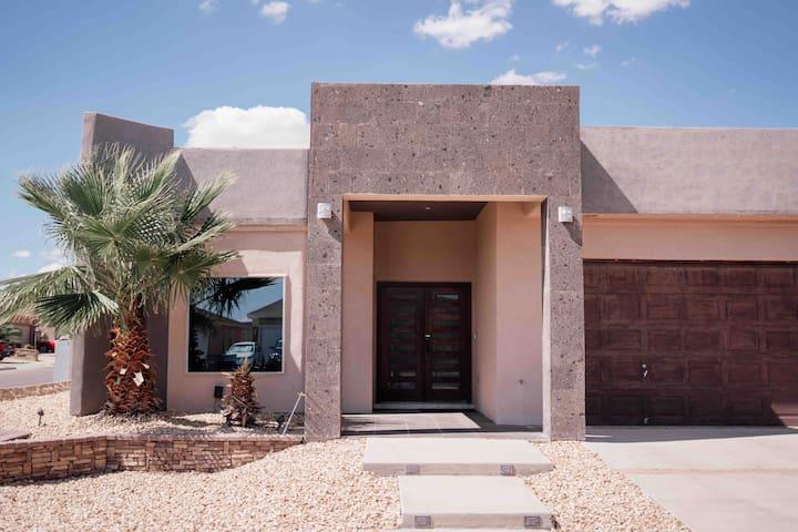 Beautiful Cozy Contemporary Home in El Paso, Tx!