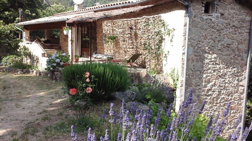 Maison en pierre, en pleine nature. - Asperjoc - Haus