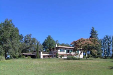 Chambres dans maison spacieuse à 23 km de Bordeaux - Sadirac - Casa