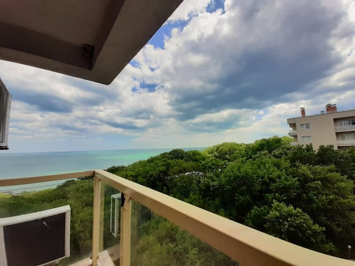 Spacious flat with a stunning view over the sea