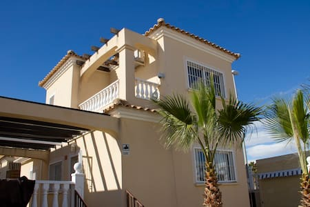 PERFECT FAMILY VILLA WITH PRIVATE SWIMMINGPOOL - Orihuela