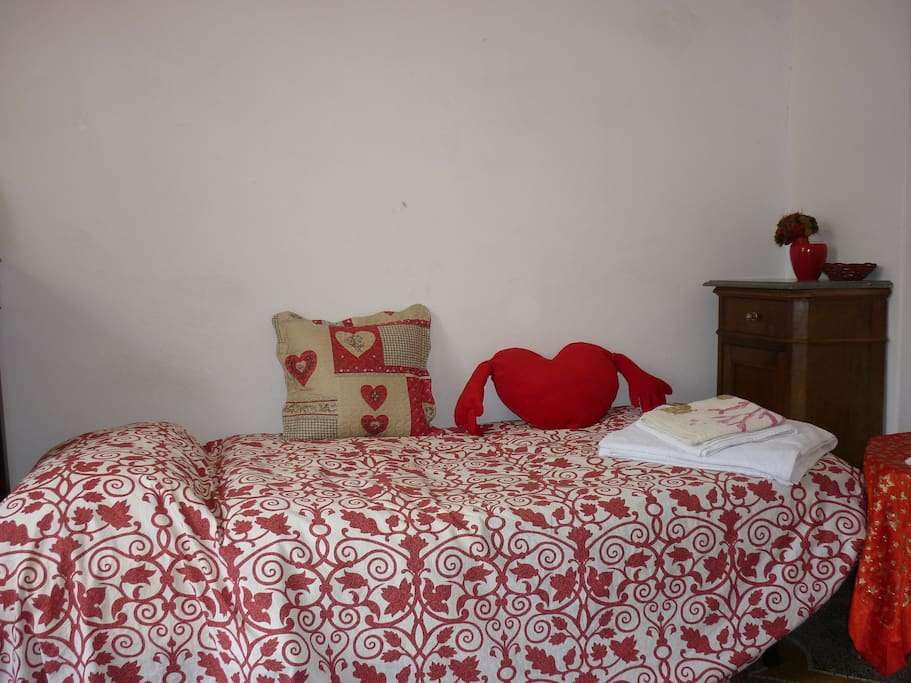 2nd bedroom with Single beds