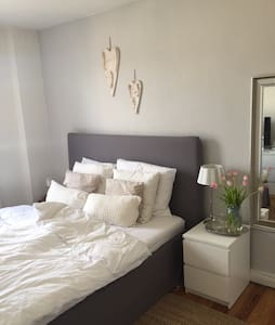 Charmante, kleine Altbauwohnung (ZENTRAL) - Kiel - Wohnung