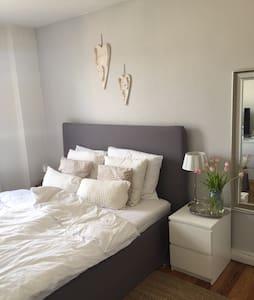 Charmante, kleine Altbauwohnung (ZENTRAL) - 基爾 - 公寓