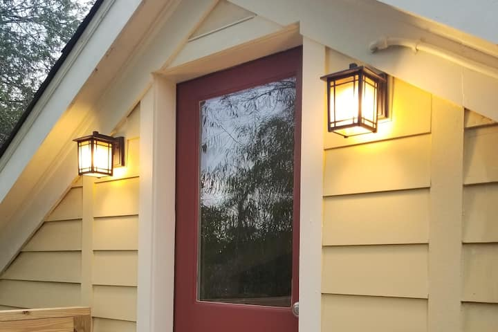 Red Door Loft - 30 Night Minimum - 40% Discount