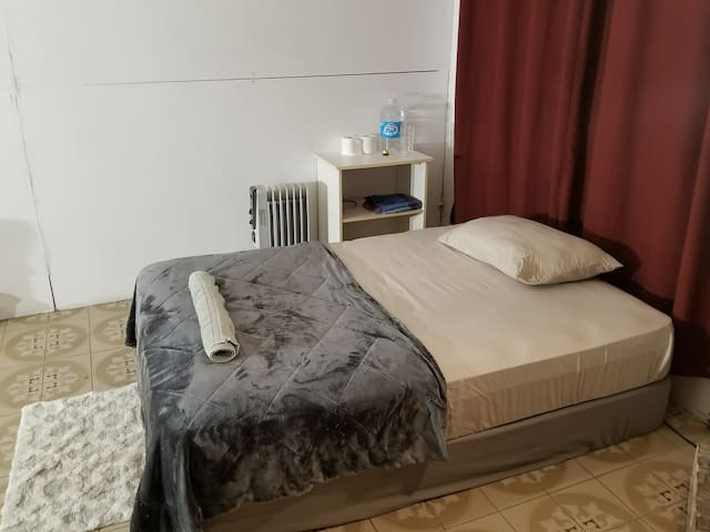 4- Private room close to Yonge&St Clair (5min)