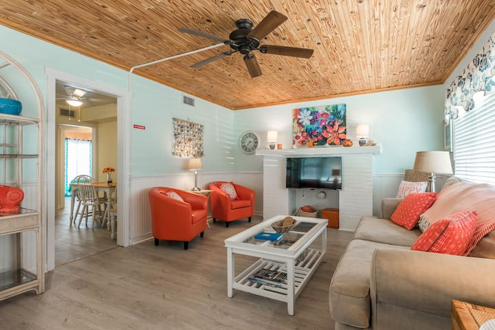#1-Poolside 2br KING--Sleeps 6--MINS to BEACH