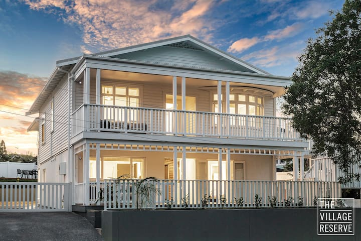 The Village Reserve - Grand Grey Lynn Villa