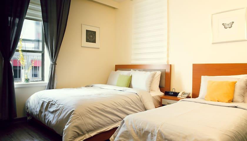 Midtown West Hotel - Empire Triple Room