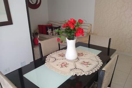 confortável apartamento de bom gosto, aconchegante