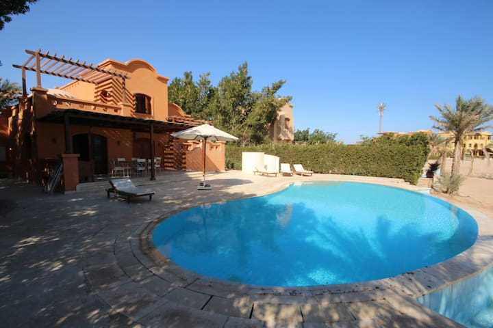 Lovely 3 Bedroom Villa with Heated Private Pool