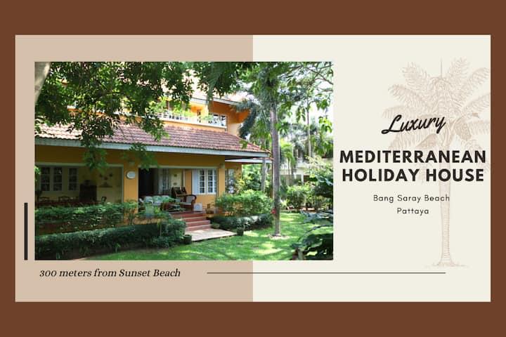 300m to Beach - Luxury Mediterranean Holiday House