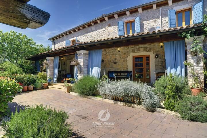 Holiday Istrian Stone House Marčana.... Pula