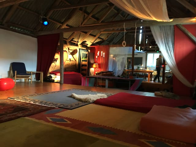 Peaceful Art- and dance studio/house.