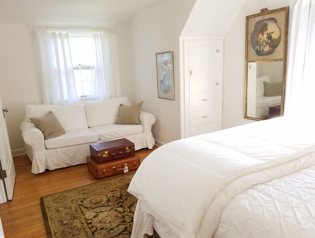 Steeple View Cottage - White Lace Inn