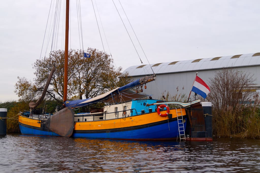 Comfortable and bright sailing ship barche in affitto a for Alloggio a amsterdam