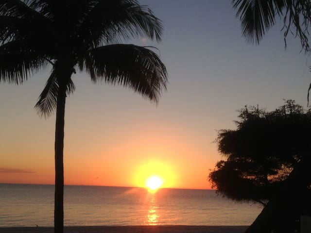 Island Retreat! Cozy Beach Studio - Fort Myers Beach - Lägenhet