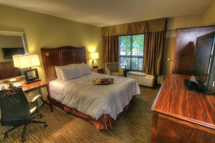 Nice Double Bed At Gatlinburg