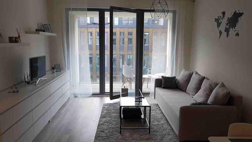 Nový krásný slunný byt 2+kk, v centru Prahy-Karlín