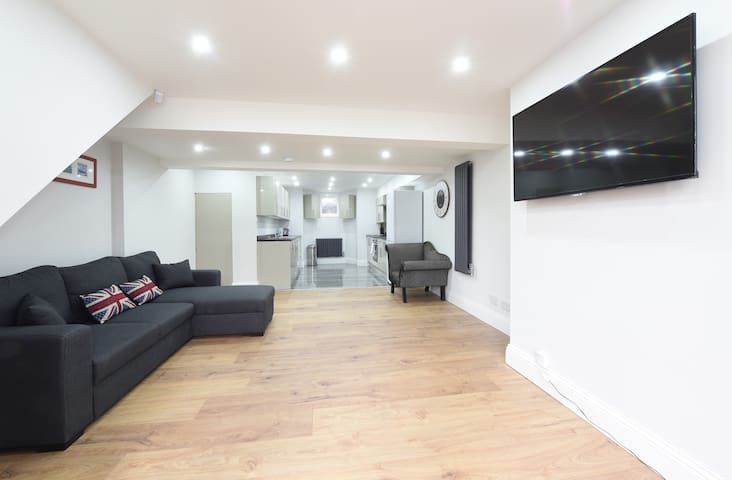 6 Bed House Leeds Slps 16 (59) - Leeds - Hus
