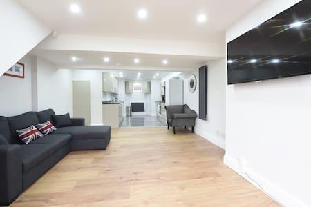 6 Bed House Leeds Slps 16 (59) - Leeds - Haus
