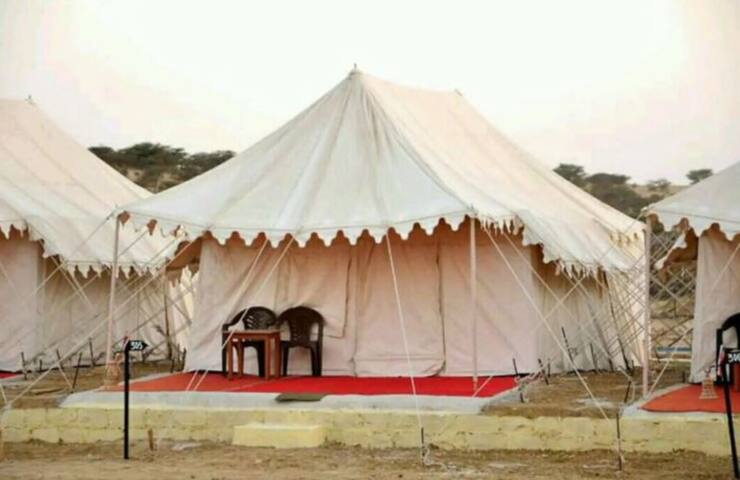 Deluxe Tents at Royal camp between the desert