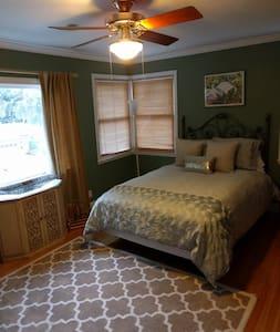 Beautiful 20x20 Bedroom