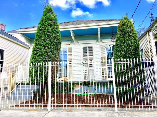 One Bedroom in Creole Cottage 2 block to Magazine - Nueva Orleans