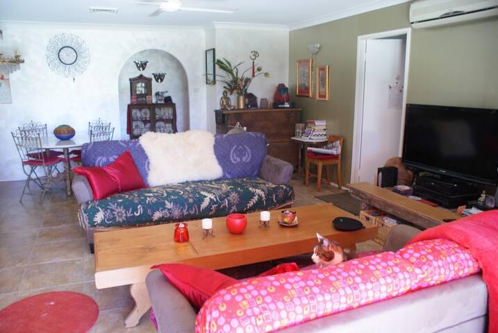 Casa Rosa Guesthouse Master Bedroom - Mullumbimby - Casa