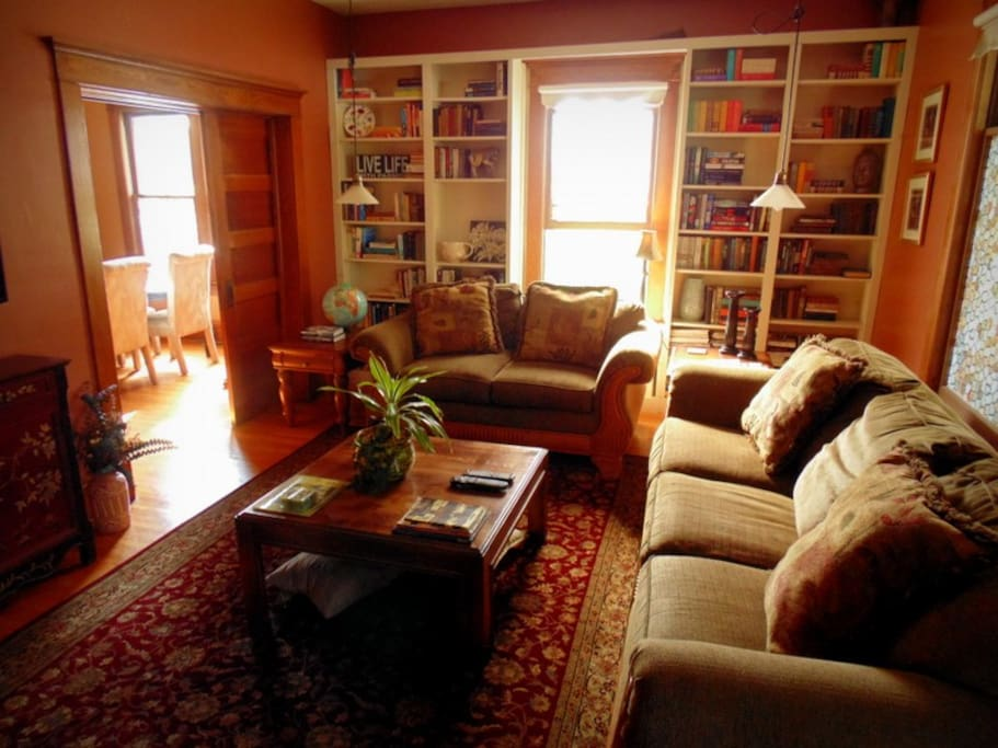 Relax in this spacious living room with large flat screen tv and a great selection of books!
