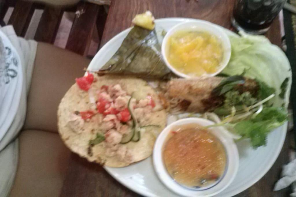 Antojitos mexicanos y vietnamitas