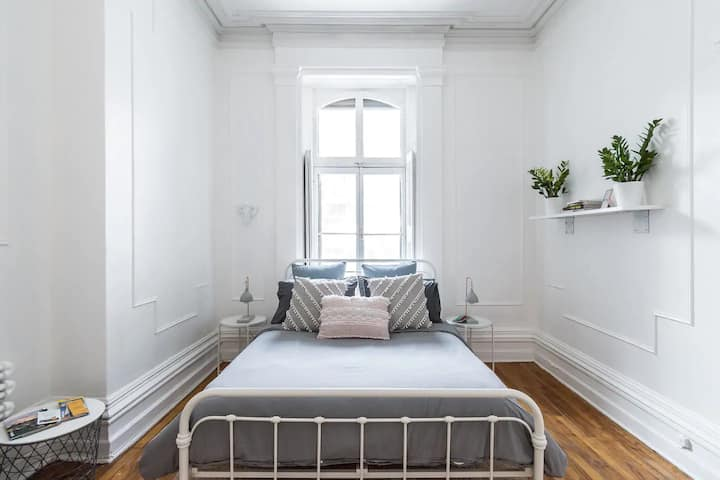 OLD MONTREAL STUDIO | SMALL AND COMFY