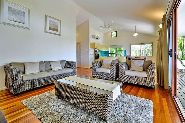 Helicona Grove 9, 2 bed, affordable Island accom - Whitsundays