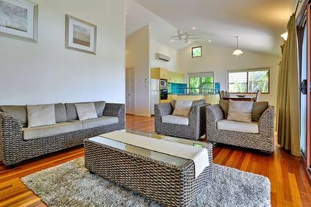 Helicona Grove 9, 2 bed, affordable Island accom - Whitsundays