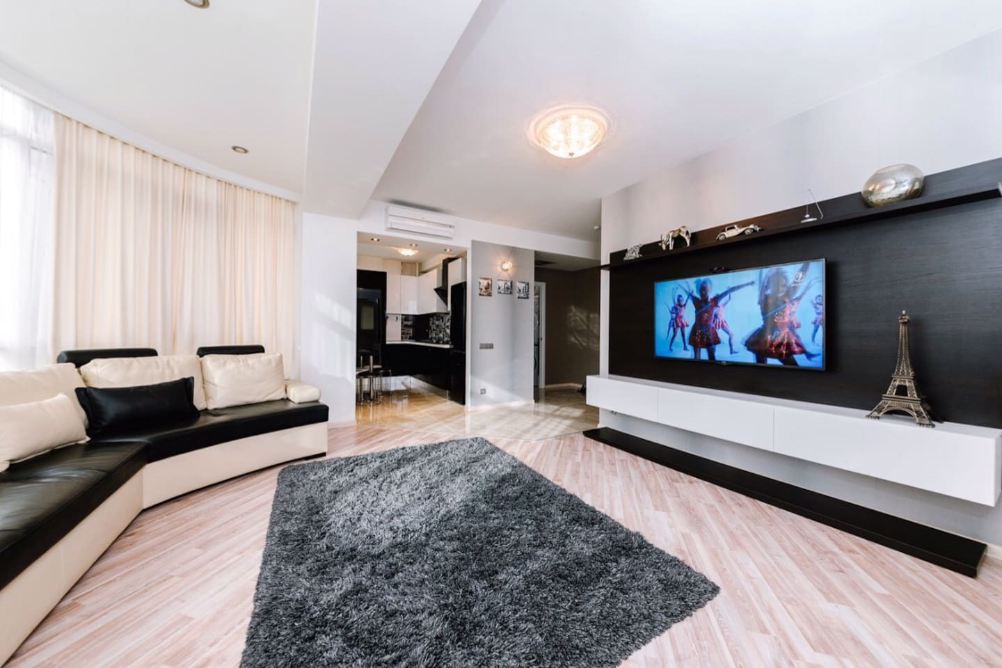 Living area with Panoramic view on Puskin street