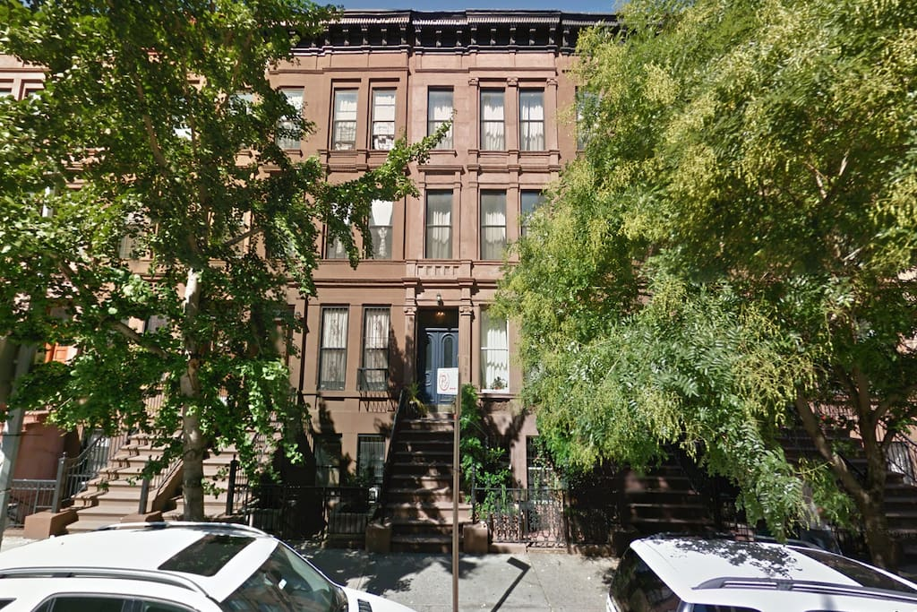 Quaint Brownstone With Garden Apartments For Rent In New York New York United States
