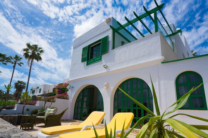 House by the beach, really! - Costa Teguise - Huis
