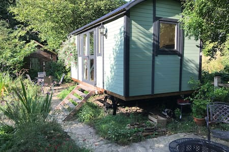 Countryside Shepherd's Hut 40mins from London