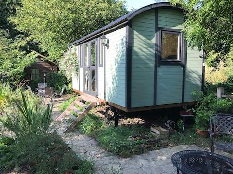 Countryside Shepherd's Hut 40mins from London